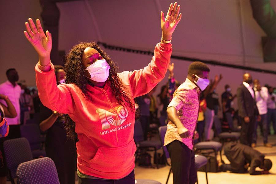 Woman in intense worship at Dunsin Oyekan Concert