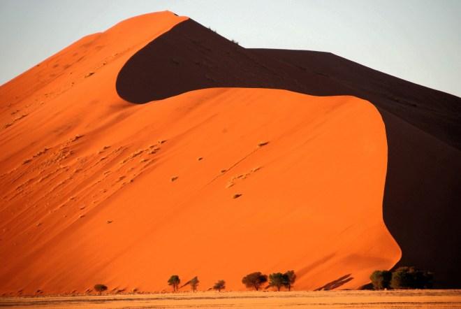 namibia Sossusvlei kizil kumllar