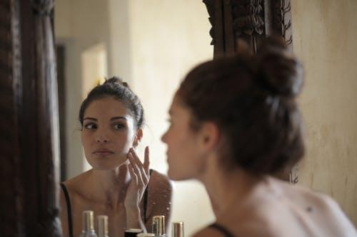 Използваме ли правилна козметика за лице
