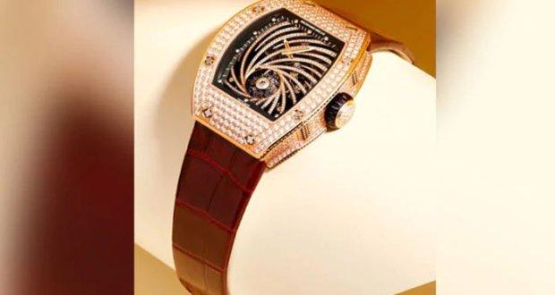 چور 8 لاکھ ڈالرز کی قیمتی گھڑی ہاتھ سے اتارکر لے گئے