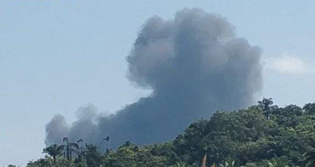 بھارت کا ایک اور مگ 29 جنگی طیارہ گر کر تباہ ہو گیا۔ بھارتی میڈیا کے مطابق طیارہ بھارتی شہر گوا میں گر کر تباہ ہوا تاہم دونوں پائلٹس باحفاظت نکلنے میں کامیاب رہے۔ یہ بھی پڑھیں بھارتی فضائیہ کا ایک اور جنگی طیارہ گر کر تباہ بھارت کا ایک اور مگ 21 طیارہ تباہ میڈیا رپورٹس کے مطابق بھارتی بحریہ کے زیر استعمال طیارہ تربیتی مشن پر تھا جو اڑان بھرنے کے چند لمحوں بعد ہی تباہ ہو گیا۔ بھارتی میڈیا کا بتانا ہے کہ طیارے سے پرندہ ٹکرایا جس کے بعد اس کے دائیں جانب کے انجن میں آگ بھڑک اٹھی۔ خیال رہے کہ ستمبر میں بھی بھارتی ریاست مدھیہ پردیش میں بھارتی ائیرفورس کا مگ 21 طیارہ گر کر تباہ ہو گیا تھا۔ رواں برس مارچ میں بھی انڈین ائیرفورس کے زیر استمال مگ 21 طیارہ پرندے سے ٹکرا کر تباہ ہو گیا تھا۔
