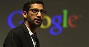 گوگل اور الفابیٹ کے سی ای او سندر پچائی نے آرٹی فیشل انٹیلی جنس (اے آئی) کے حوالے سے نئے ضوابط کا مطالبہ کرتے ہوئے اس ٹیکنالوجی کے خطرات جیسے چہرے کی شناخت اور ڈیپ فیکس وغیرہ پر روشنی ڈالی ہے۔ فنانشنل ٹائمز کے لیے ایک مضمون میں سندرپچائی نے لکھا 'آرٹی فیشل انٹیلی جنس کو ریگولیٹ کرنے کے حوالے سے میرے ذہن میں کوئی شک نہیں، یہ بہت اہم ہے، بس واحد سوال یہ ہے کہ یہ کام کیسے کیا جائے'۔ اگرچہ انہوں نے کہا کہ اس حوالے سے نئے ضوابط کی ضرورت ہے مگر اس کے ساتھ اے آئی کے متعدد پہلوﺅں کے بارے میں محتاط سوچ پر بھی زور دیا۔ ان کا کہنا تھا کہ کچھ مصنوعات جیسے خودکار ڈرائیونگ گاڑیوں وغیرہ کے لیے نئے مناسب قوانین متعارف کرائے جانے چاہیے، مگر دیگر پہلوﺅں جیسے طبی سہولیات کے لیے موجودہ فریم ورک کا اطلاق اے آئی پر کام کرنے والی مصنوعات پر ہونا چاہیے۔ ان کے بقول 'ہماری جیسی کمپنیوں کو صرف نئی ٹیکنالوجی کو تیار کرنے اور مارکیٹ کو انہیں استعمال کرنے کا موقع دینے کے ساتھ ساتھ یہ بھی یقینی بنایا چاہیے کہ یہ ٹیکنالوجی ہر ایک کو دستیاب ہونے کے ساتھ اچھے مقاصد کے لیے استعمال کی جاسکے'۔ الفابیٹ دنیا کی چند اہم ترین اے آئی کمپنیوں میں سے ایک ہے اور سندربچائی نے زور دیا کہ عالمی ضابطوں کی تشکیل کے بارے میں بین الاقوامی ہم آہنگی بھی انتہائی ضروری ہے۔ اس وقت امریکا اور یورپی یونین کے آئی اے کے بارے میں ضابطے کافی حد تک مختلف ہیں، وائٹ ہاﺅس کی جانب سے ایسے قوانین کی حمایت کی جاتی ہے جو اسے آگے بڑھانے میں رکاوٹ نہ بن سکیں جبکہ یورپی یونین کی جانب سے براہ راست مداخلت پر غور کیا جارہا ہے، جیسے چہرے کی شناخت کی ٹیکنالوجی پر 5 سال کی پابندی وغیرہ۔ امریکا اور یورپی یونین کے قوانین میں تضاد کی وجہ سے گوگل جیسی کمپنیوں کو اضافی اخراجات اور تیکنیکی چیلنجز کا سامنا ہے۔ مگر سندرپچائی نے اپنے مضمون میں اس حوالے سے کمپنی کے اپنے ضابطوں پر بھی بات کی اور ان کا کہنا تھا 'کمپنی کے اصول و ضوابط ٹیکنالوجی کے مخصوص استعمال جیسے بڑے پیمانے پر لوگوں کی نگرانی یا انسانی حقوق کی خلاف ورزی وغیرہ کی سپورٹ پر پابندی عائد کرتے ہیں'۔ انہوں نے کہا کہ اے آئی ٹیکنالوجیز کے خطرات اور مثبت پہلوﺅں کے درمیان توازن کی ضرورت ہے۔