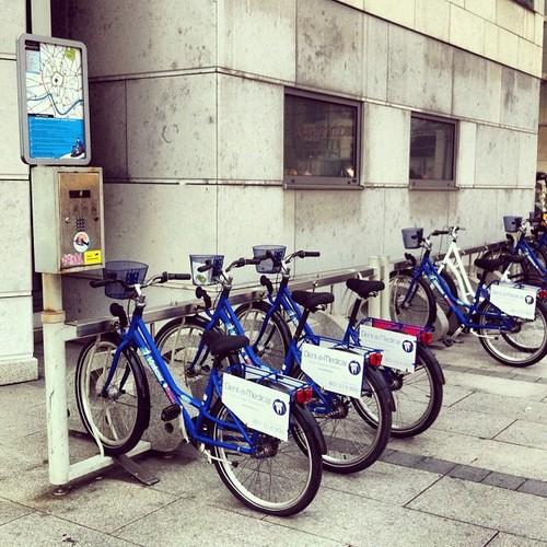 RoweRes miejska wypożyczalnia rowerów w Krakowie. 15 stacji i 1500 rowerów w systemie. Stacja rowerowa w pobliżu Galerii Krakowskiej i Dworca Głównego PKP.