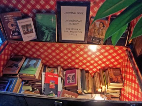 Manekin bookcrossing Gdańsk – książki i pyszne naleśniki