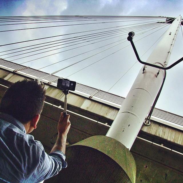 akcesoria-iphone-mobilna-fotografia-selfie-stick-monopod-ile-kosztuje-londyn
