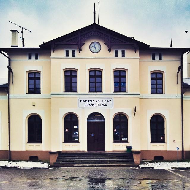 gdansk-stara-oliwa-igersgdansk-spacer-wyremontowany-dworzec-kolejowy-pkp