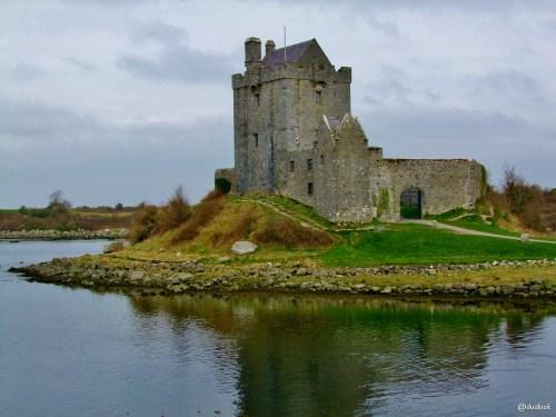 Dunguaire-Castle-galway-wild-atlanltic-way-irlandia-naturalne-atrakcje-01