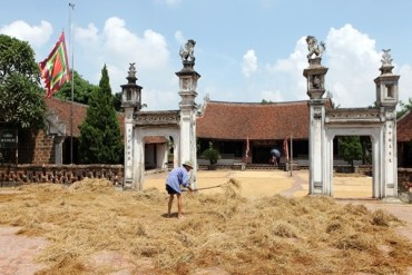 Book a tour to Duong Lam Ancient Village