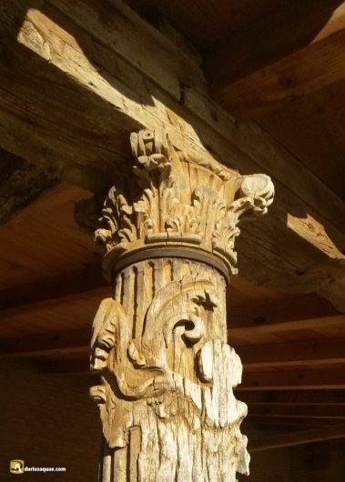 Durius Aquae: Capitel tallado en humilde madera en la iglesia de Fuetihoyuelo