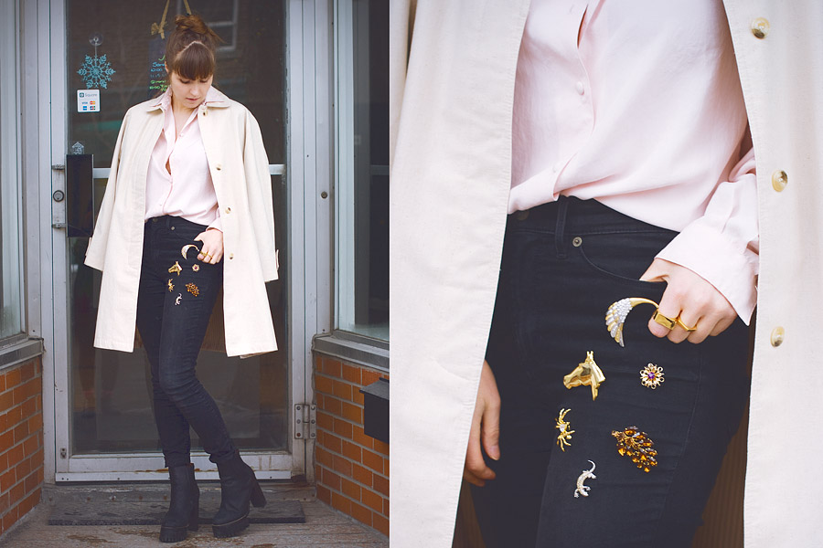 How to wear vintage brooches? Decorate your jeans in a loose layout