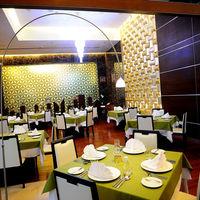 Grande Restaurant'ın kapalı kısmı küçük, samimi ve otantik bir ortam olmuş.