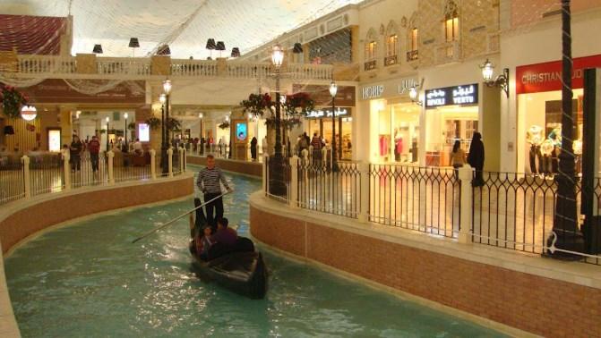 Villagio italyan konsepti ve Venedik çakması kanalları ile Doha'nın en tercih edilen alışveriş merkezidir.