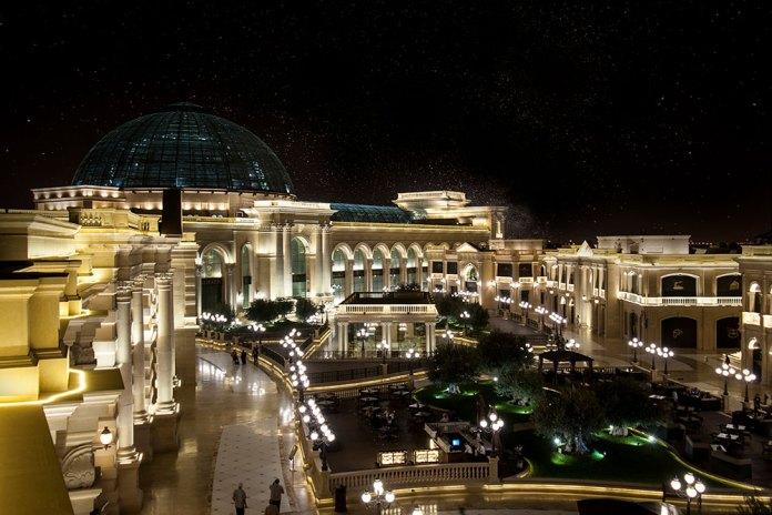 Ultra Lüks Al Hazm Mall içerisinde birer Bolulu Hasan Usta ve Tavacı Recep Usta şubeleri barındırıyor