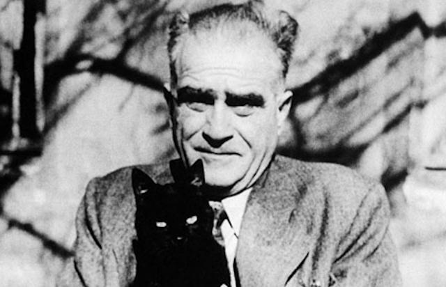 Saatleri Ayarlama Enstitüsü'nün yazarı Ahmet Hamdi Tanpınar tam bir sanatçıydı.