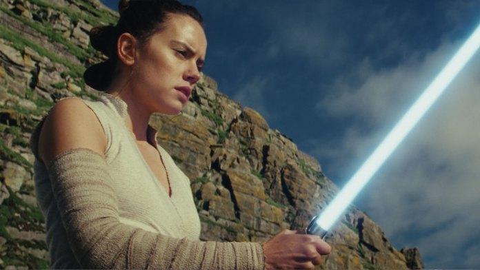 Star Wars The Last Jedi ile Force her canlının içinde bulunan bir güç olarak resmediliyor. Doğuştan gelen bir yetenek gibi düşünebilirsiniz. Rey de bunu simgeleyen bir karakter olmuş.