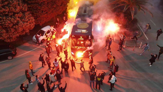 Fenerbahçe kafilesi Hatay'da coşkuyla karşılandı.