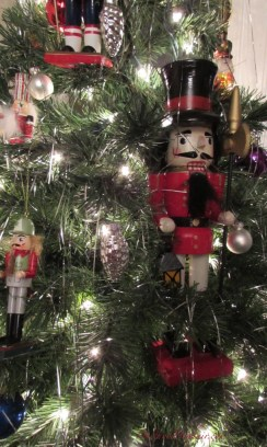 nutcracker, nutcracker tree, theme tree