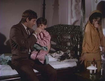 Salim and Sultanat with the child