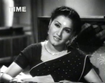Lata reads out her fan mail to Basanti
