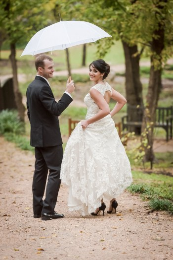 Umlauf Sculpture Garden wedding and umbrella by Austin Wedding Photographers Dustin Meyer Photography