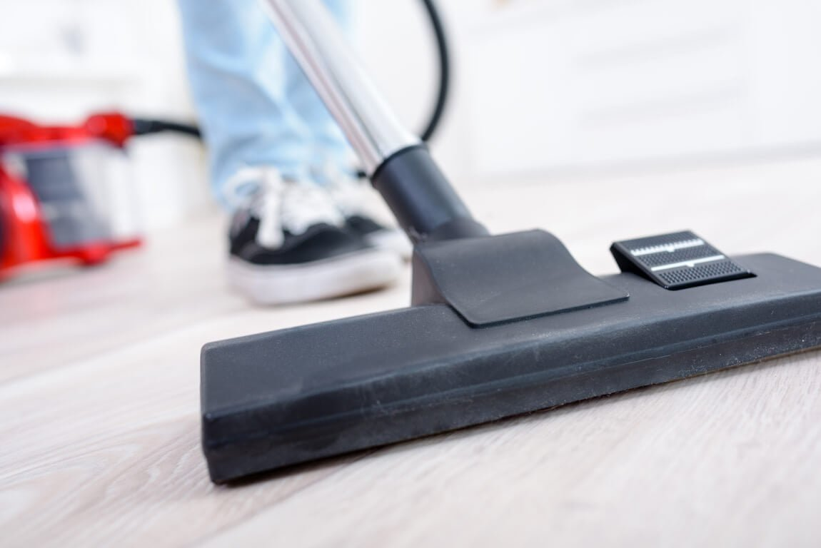 Hoover Floormate Deluxe Review: The Hard Floor Cleaner or Not?