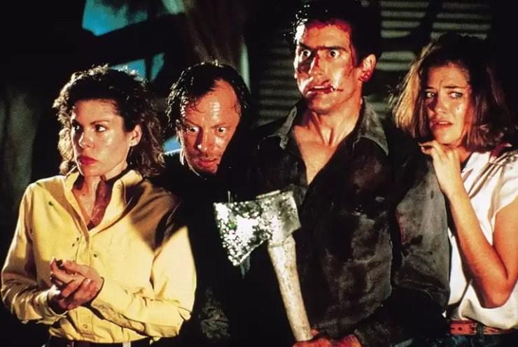 Alkislanan korku yazari Stephen King Evil Dead serisi buyuk bir hayranidir ve onun yapim sirketi DEG araciligiyla film finanse etti.
