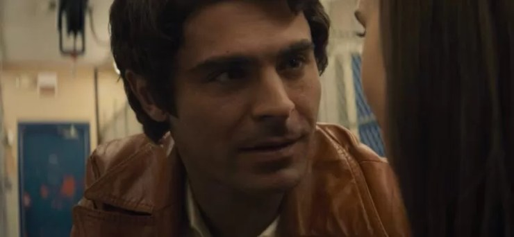 Zac Efron Netflixte yayinlanan bu filmde Ted Bundyyi oynuyor.
