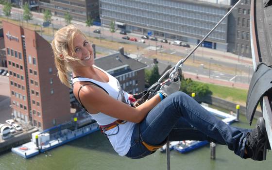 29769_fullimage_abseilen_euromast_vrouw_560x350