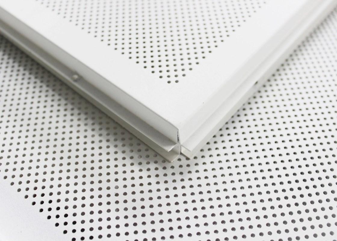 Geperforeerde Het Wit Legt In Plafondtegels 2 X 2 De