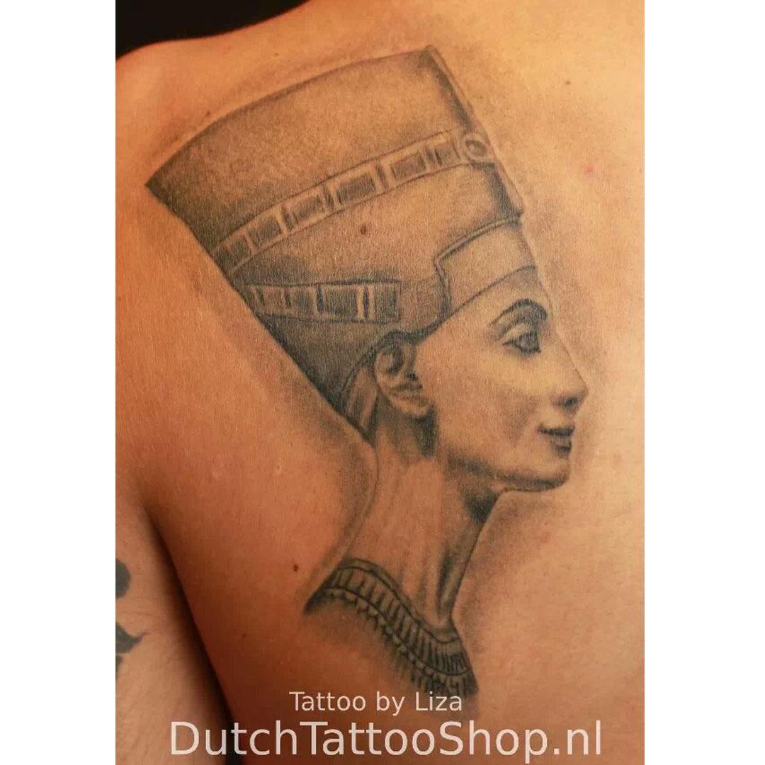 nefertiti-buste-berlijn-tattoo-egyptisch-kunst