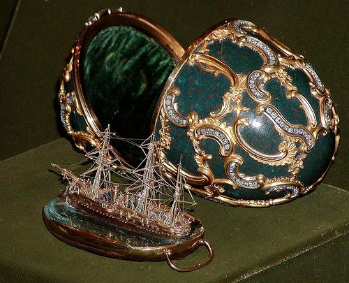 El huevo del Pamiat Azova, fabricado en 1891, fue el séptimo creado por la casa Fabergé
