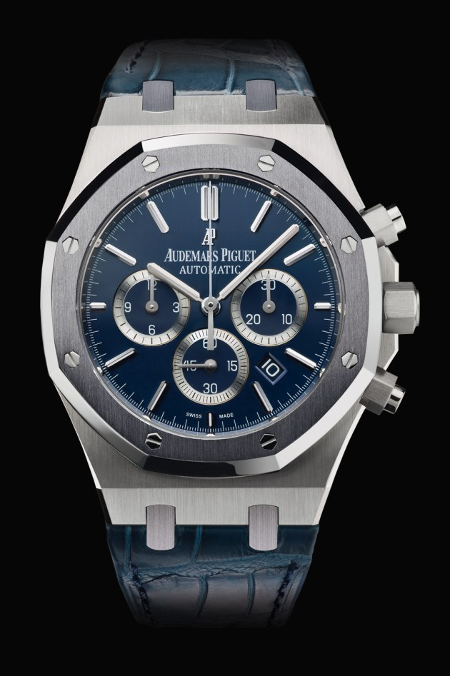 Selfwinding chronograph with date display and small seconds at 6 o'clock. Case in platinum, tantalum bezel, brushed dark blue dial, strap in dark blue. Limited edition of 100.