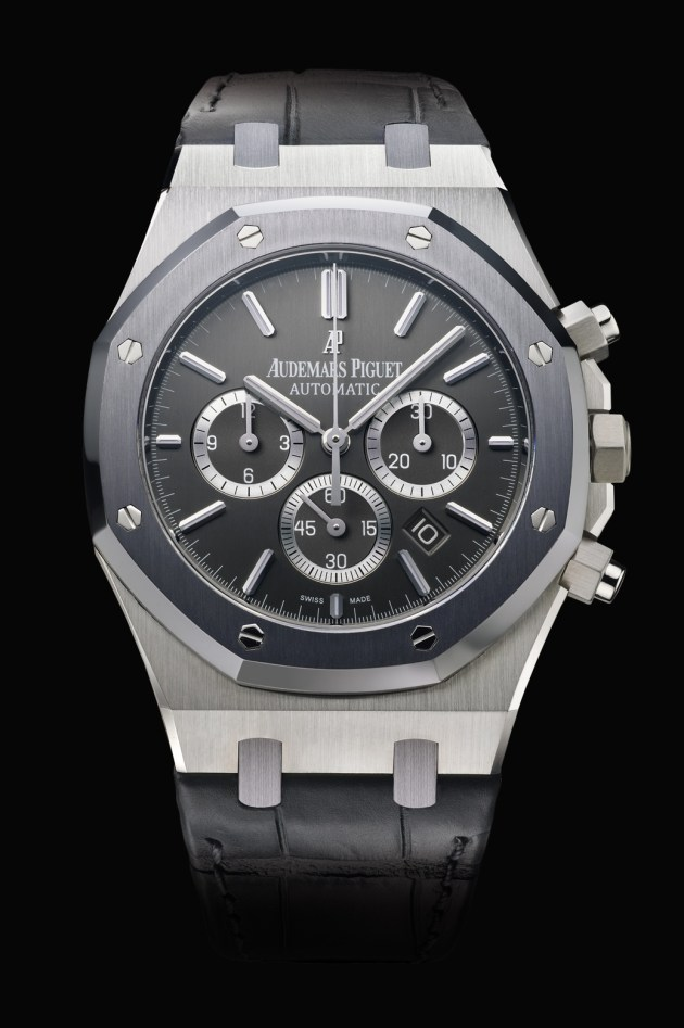 Selfwinding chronograph with date display and small seconds at 6 o'clock. Case in steel, tantalum bezel, brushed anthracite dial, strap in anthracite. Limited edition of 500.