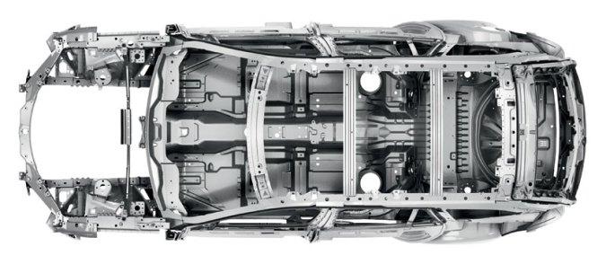 Los sofisticados sistemas de seguridad del XF Sportbrake ayudan a proporcionar un viaje seguro tanto para el conductor como para los pasajeros y otros usuarios de la carretera. El chasis reforzado del XF Sportbrake incorpora acero de última generación de gran resistencia para crear un «anillo» seguridad vertical en todo el habitáculo.