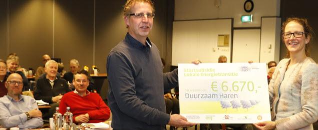 Duurzaam Haren ontvangst startsubsidie van gedeputeerde Nienke Homan