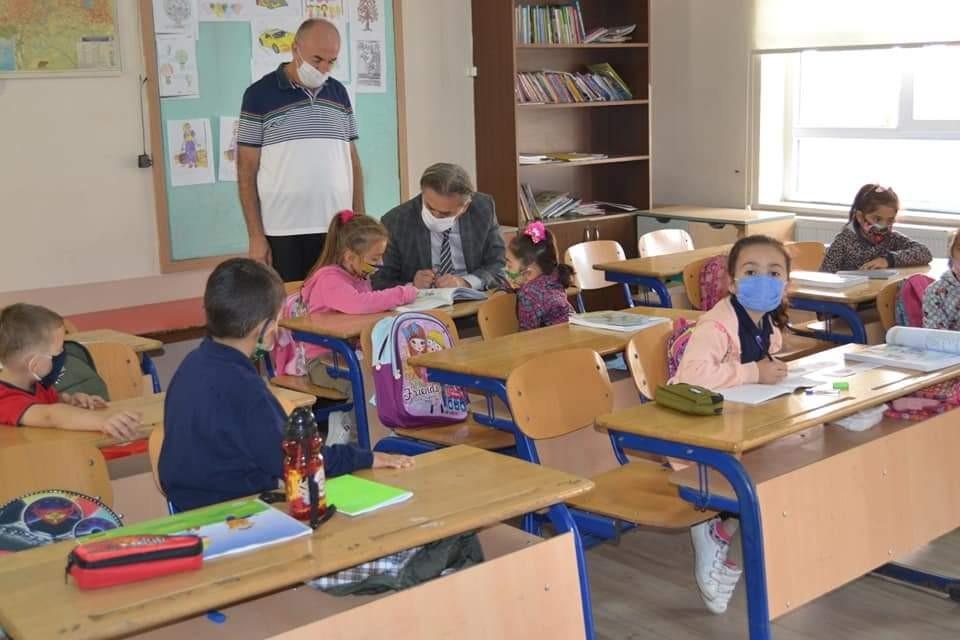 Milli Eğitim Müdürü okulları ziyaret etti