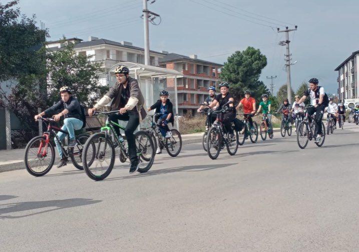 Yüzlerce bisikletli 'trafikte bizde varız' dedi