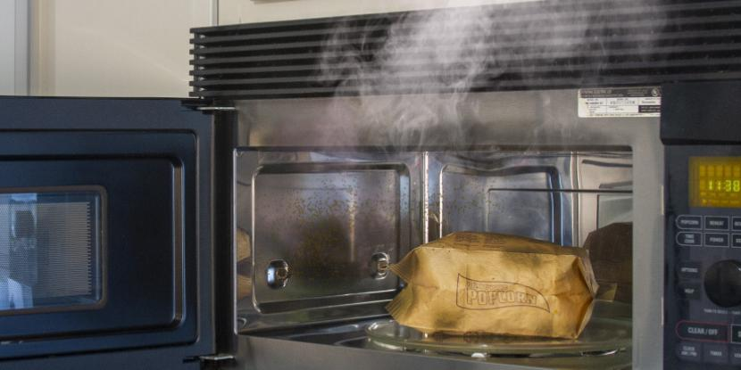get smoke smell out of a microwave