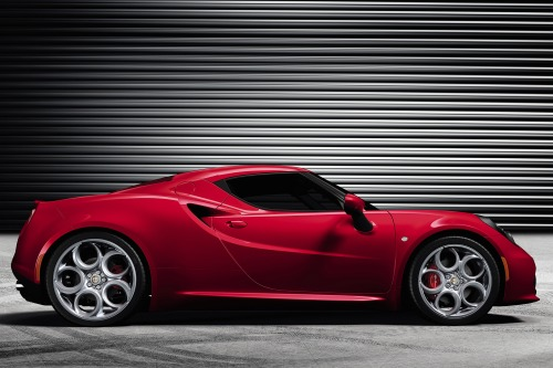 2014_alfa-romeo_4c_coupe_base_s_oem_1_500