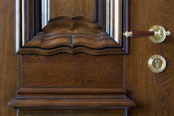 Двери из массива дуба и сосны