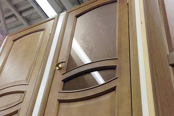 Преимущества филенчатых дверей
