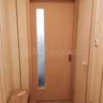 шпонированная дверь со стеклом