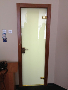 Белая стеклянная дверь