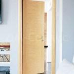 глухая ламинированная дверь в интерьере
