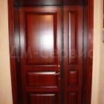 дубовая двустворчатая дверь