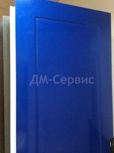крашенная дверь в синий цвет