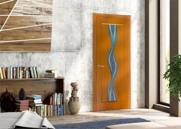 Дверь с покрытием ПВХ в интерьере