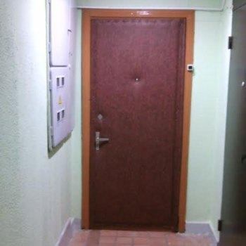 Новая обивка дермантином входной металлической двери