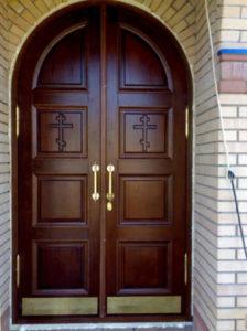 двери для храма из массива