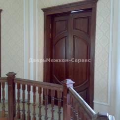 Двустворчатая массивная дверь из натурального дуба